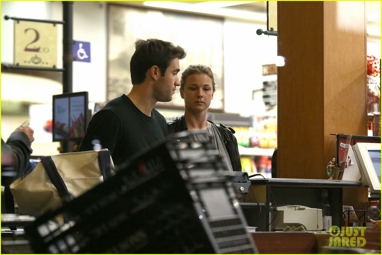 emily vancamp josh bowman grab late night groceries 062987734