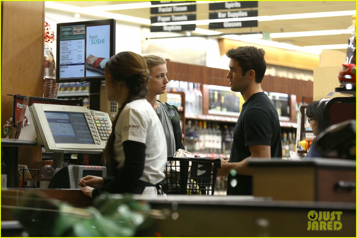 emily vancamp josh bowman grab late night groceries 11