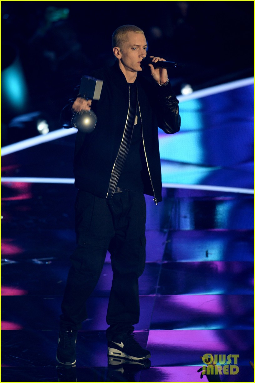 eminem performs at mtv ema 2013 video 03