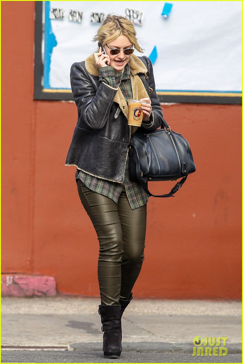 dakota fanning back in new york after franny filming 06