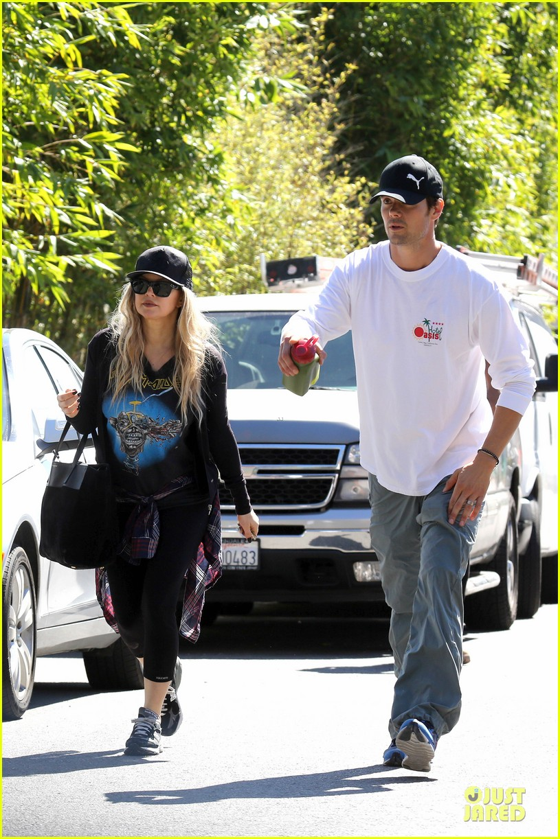 fergie josh duhamel workout pair after halloween 06
