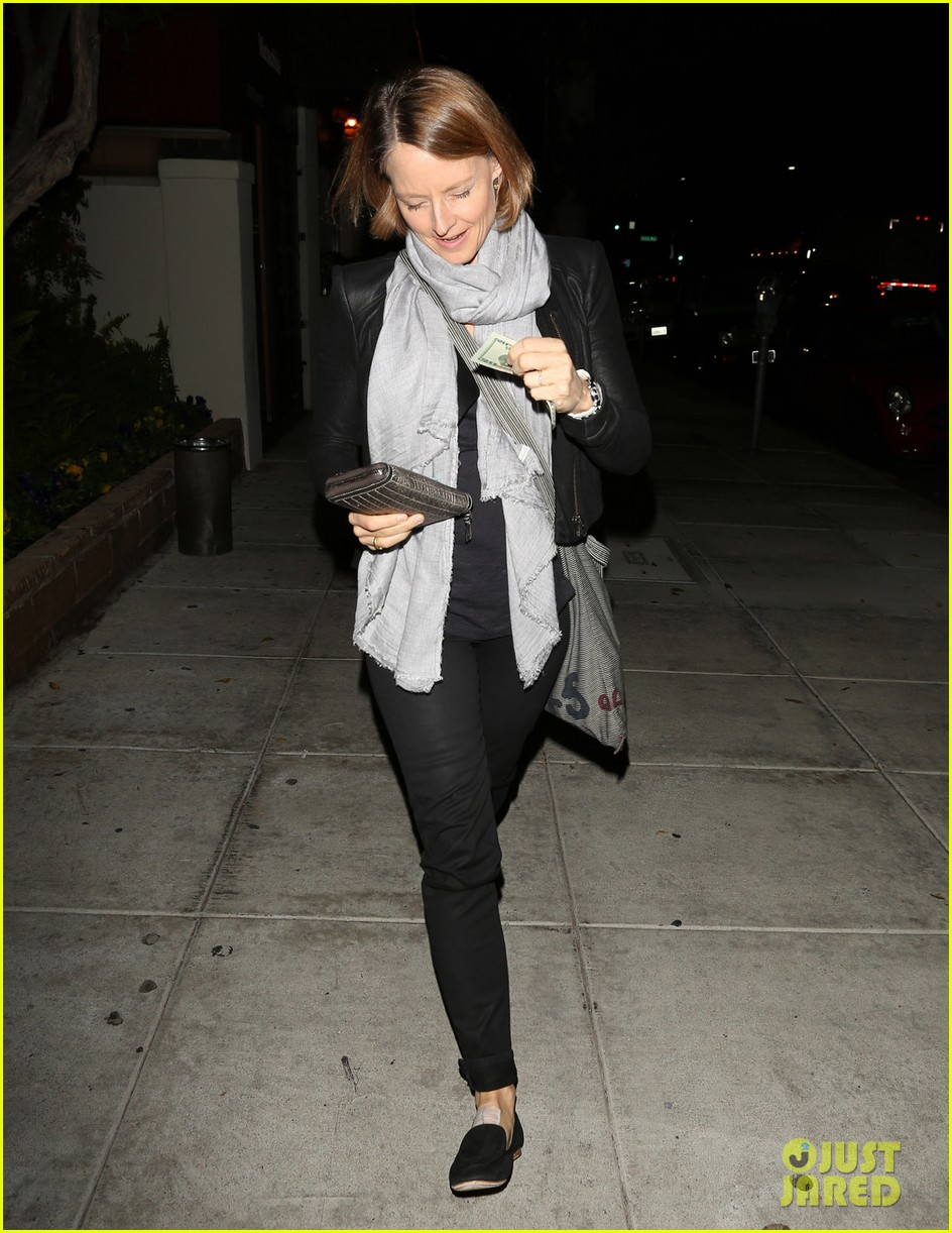 jodie foster enjoys date night with alexandra hedison 03