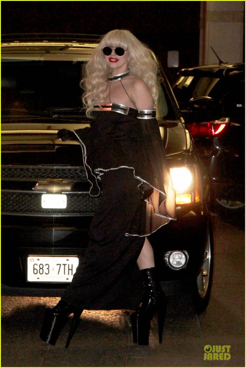 lady gaga artpop is platinum in canada 06