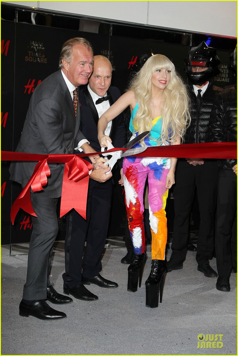 lady gaga cuts red ribbon at hm store opening 05