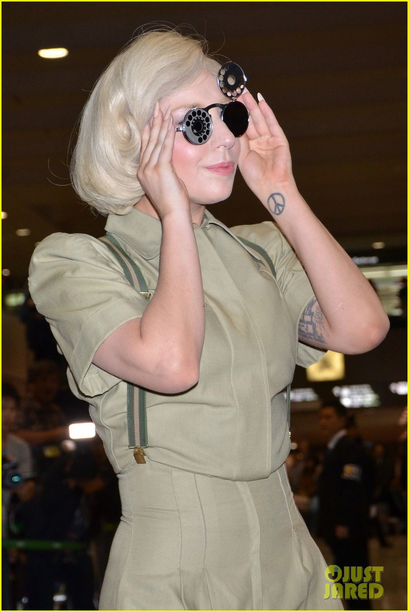 lady gaga arrives in tokyo to promote artpop 063000520