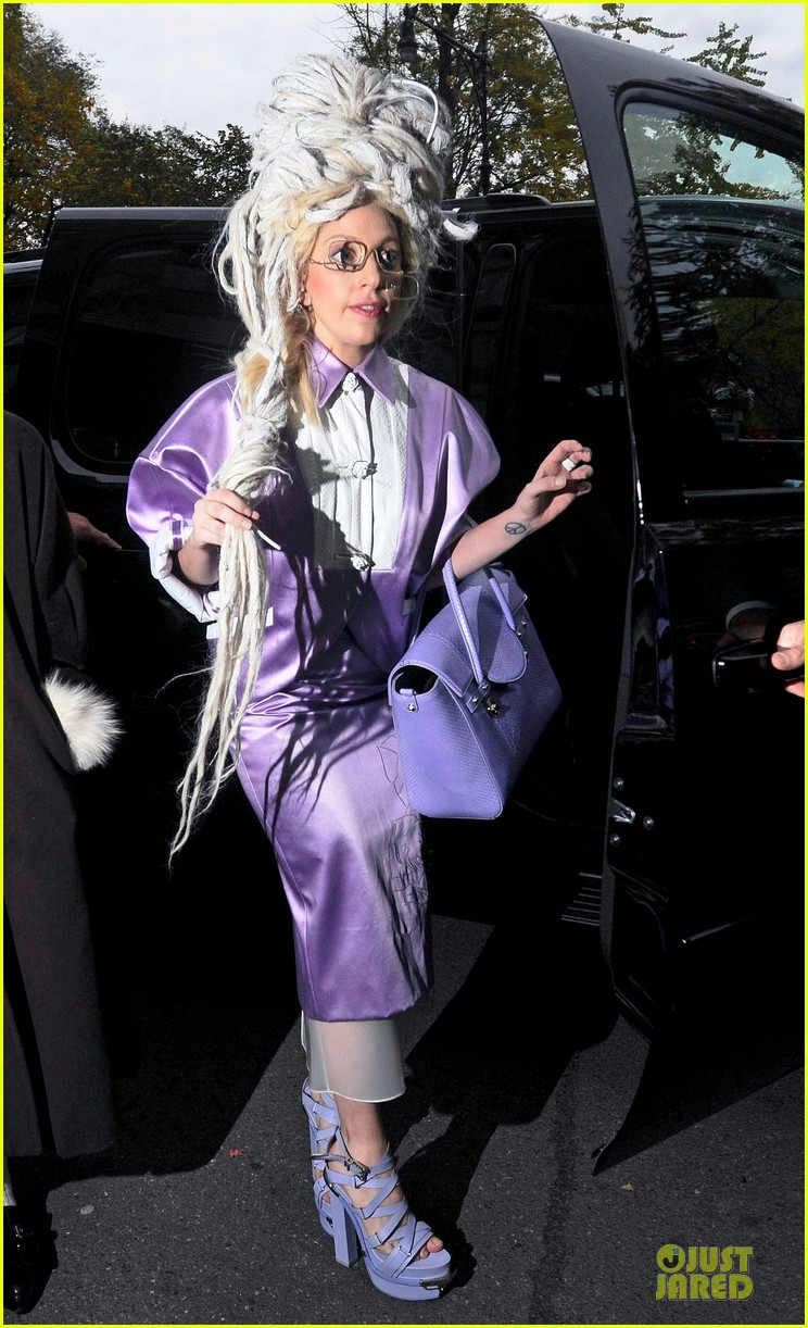 lady gaga wears huge white wig for snl rehearsals 01