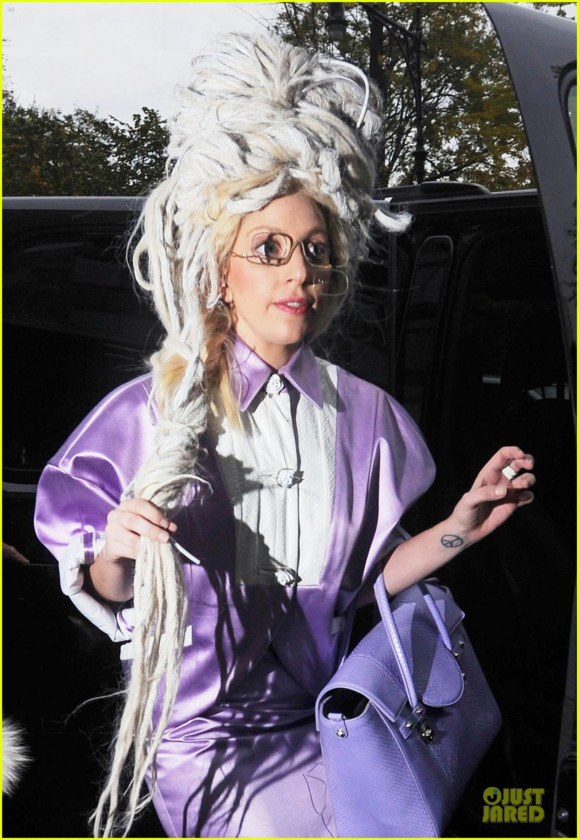 lady gaga wears huge white wig for snl rehearsals 022990619