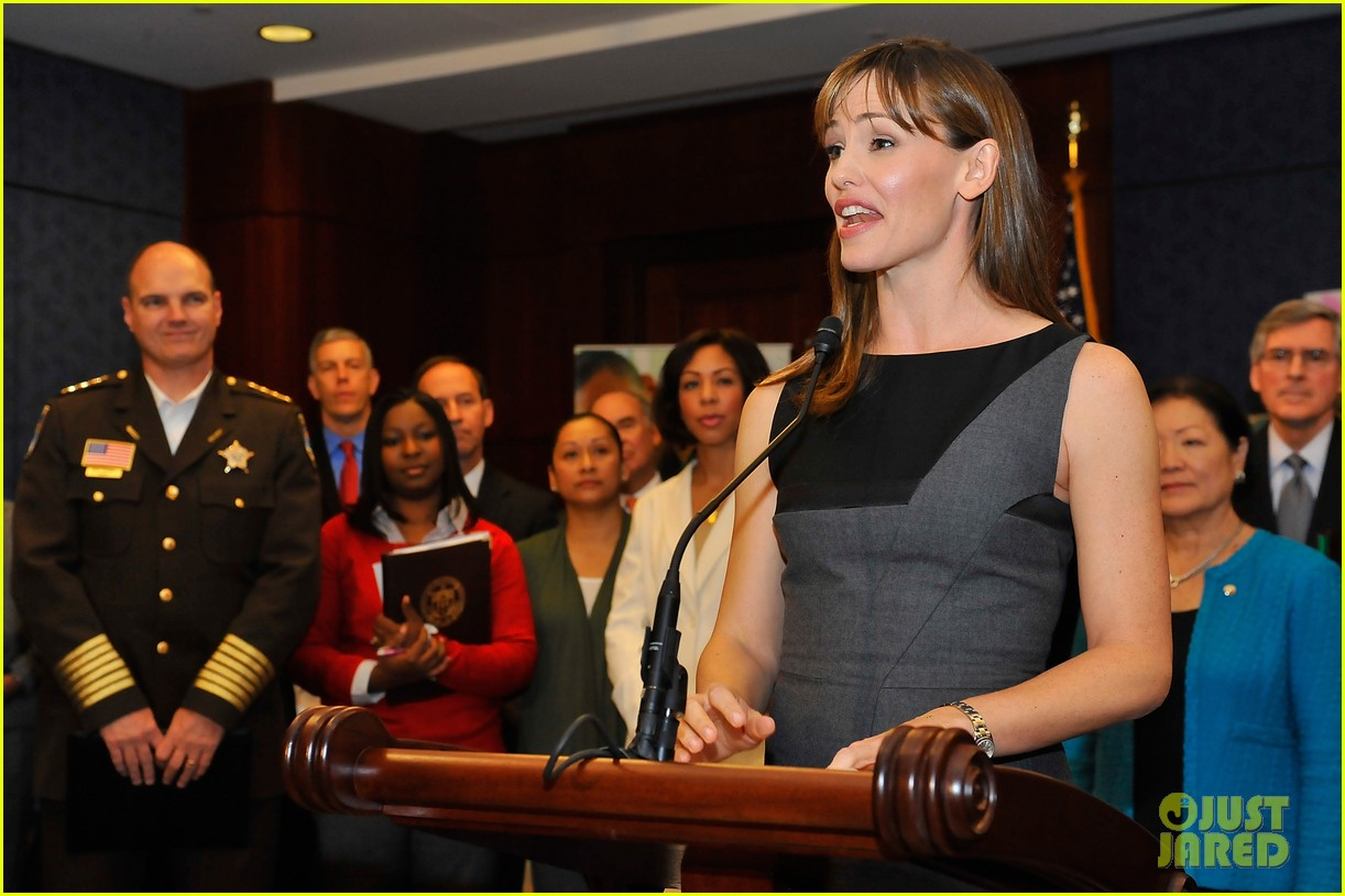 jennifer garner visits capitol hill to introduce strong start bill 072991951