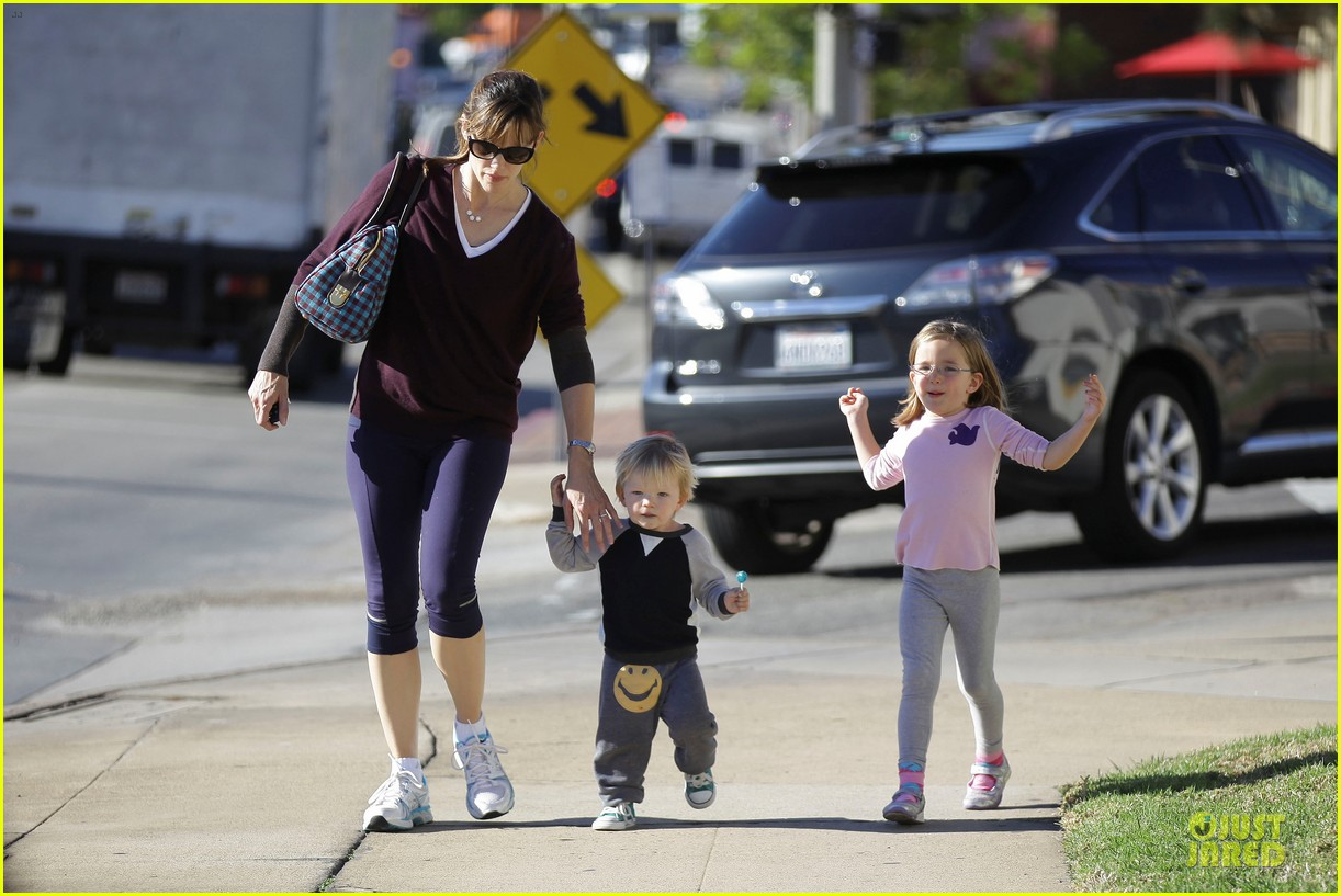 jennifer garner errands with kids after halloween 182984624
