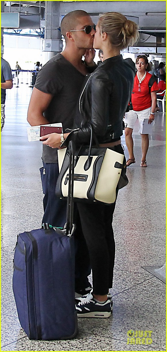 max george nina agdal goodbye kiss at barbados airport 01