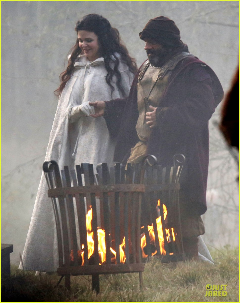 ginnifer goodwin covers baby bump on once set 13