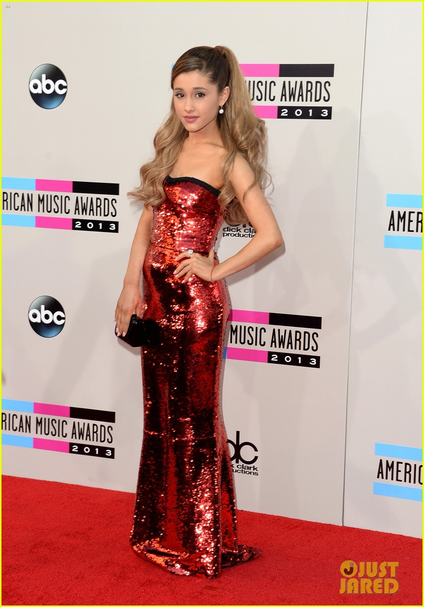 ariana grande amas 2013 red carpet 012999223