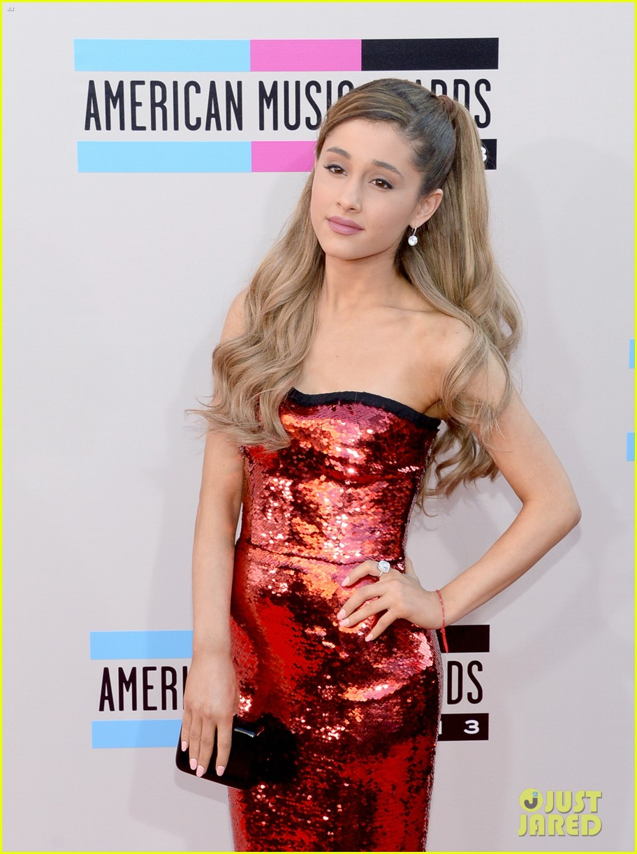 ariana grande amas 2013 red carpet 042999226