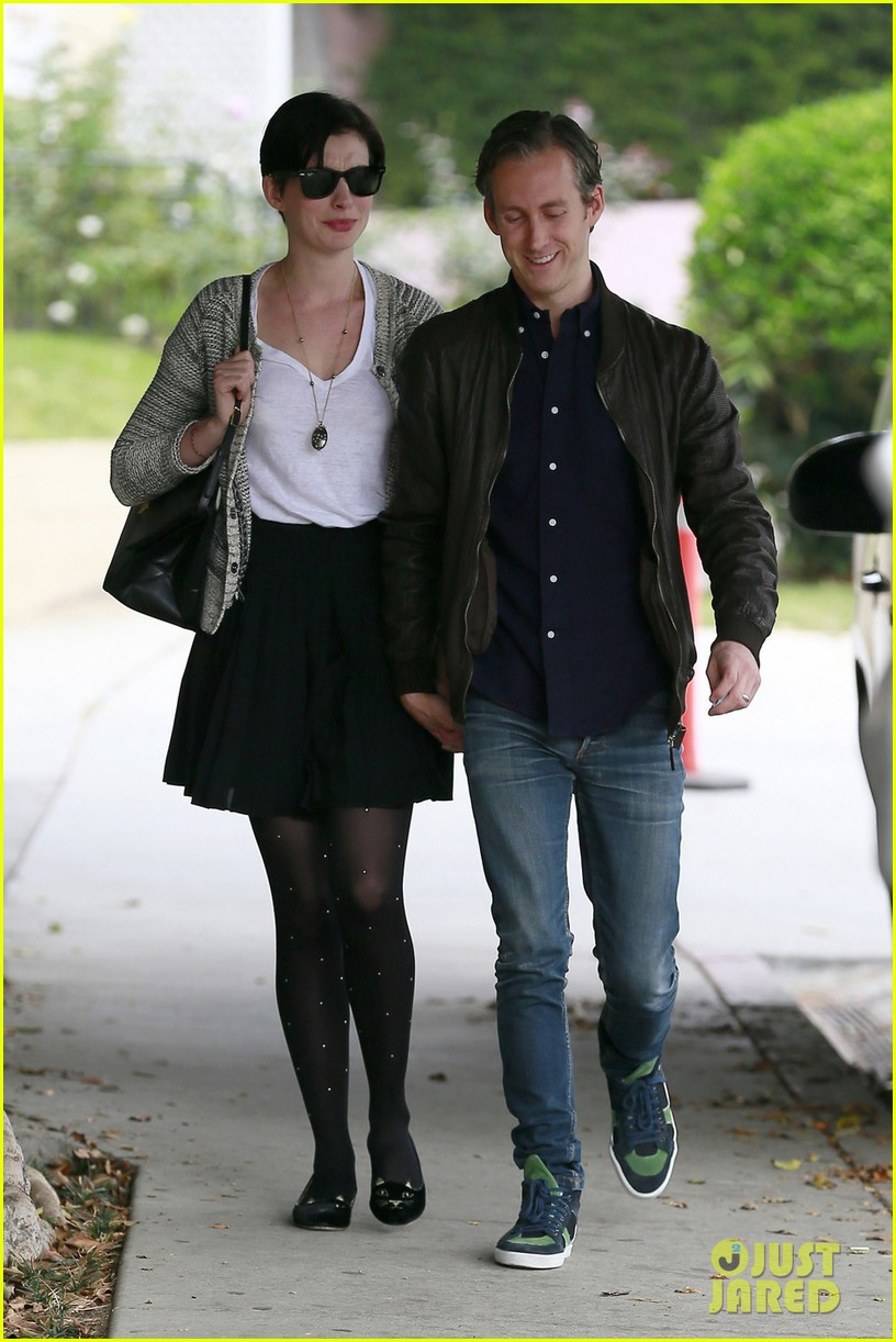 anne hathaway birthday gift from adam shulman revealed 012991232