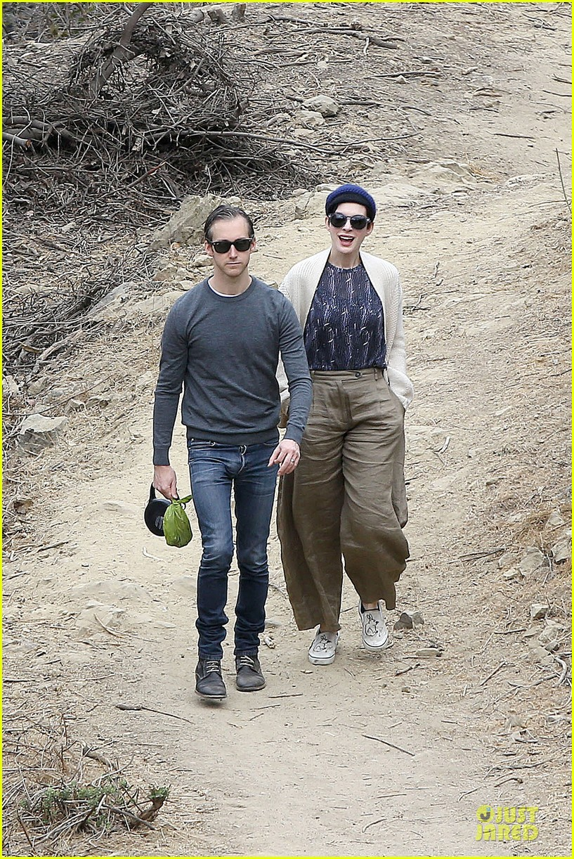 anne hathaway adam shulman hold hands for intimate walk 07