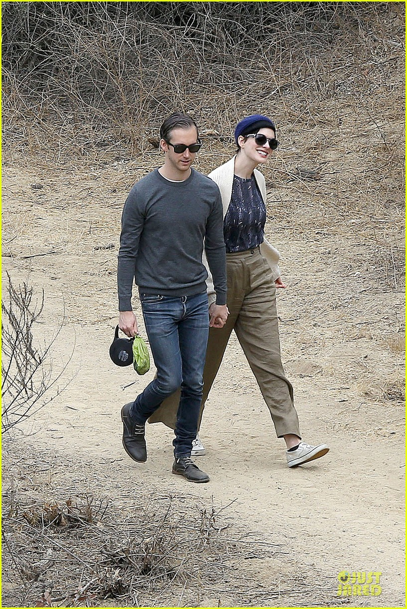 anne hathaway adam shulman hold hands for intimate walk 20