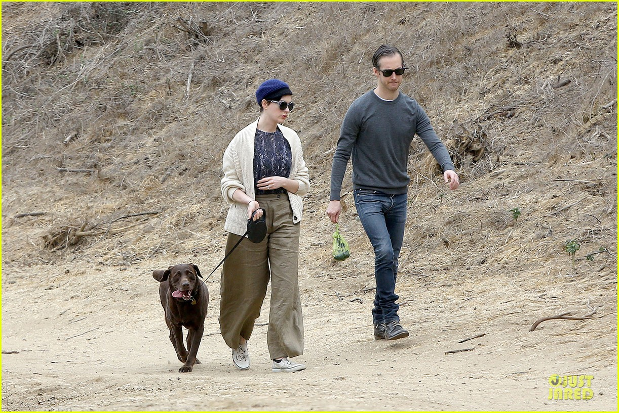 anne hathaway adam shulman hold hands for intimate walk 21