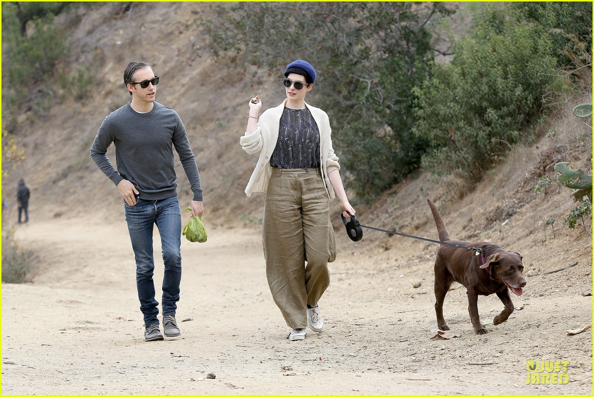anne hathaway adam shulman hold hands for intimate walk 24