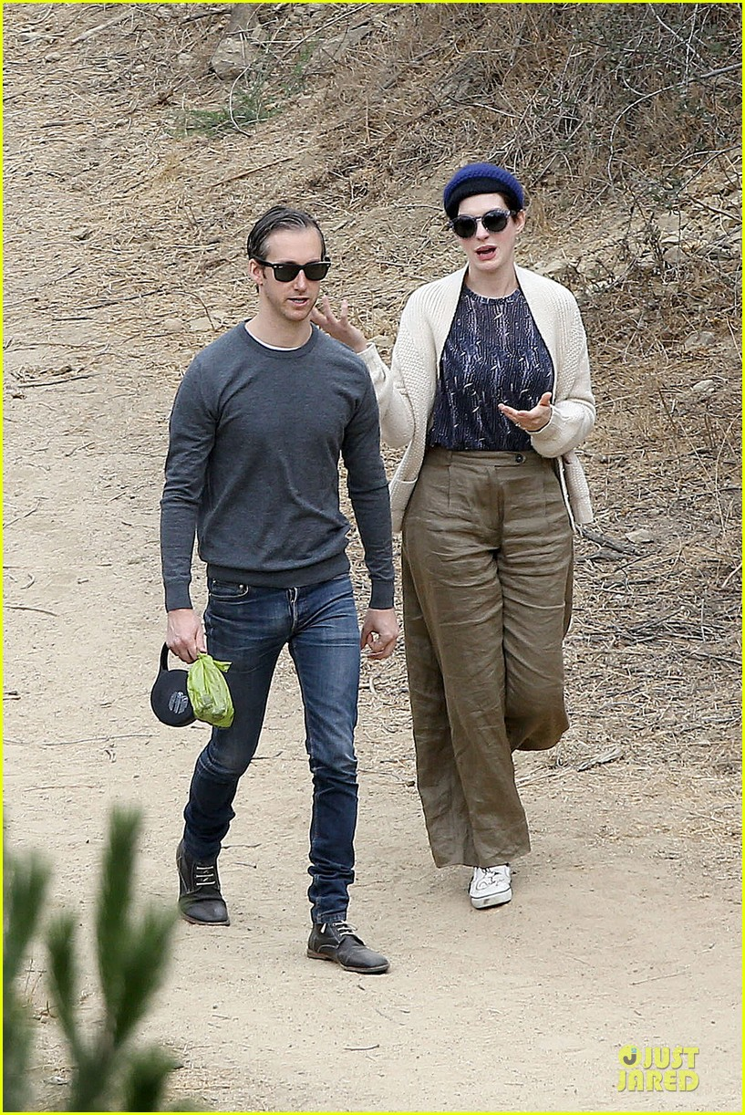 anne hathaway adam shulman hold hands for intimate walk 26