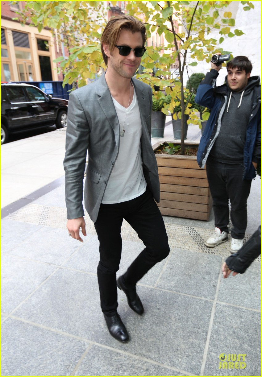 chris hemsworth different blazers for thor nyc promotion 012986633