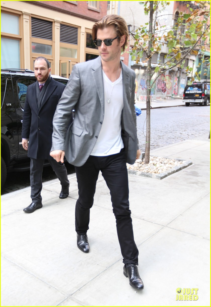 chris hemsworth different blazers for thor nyc promotion 142986646