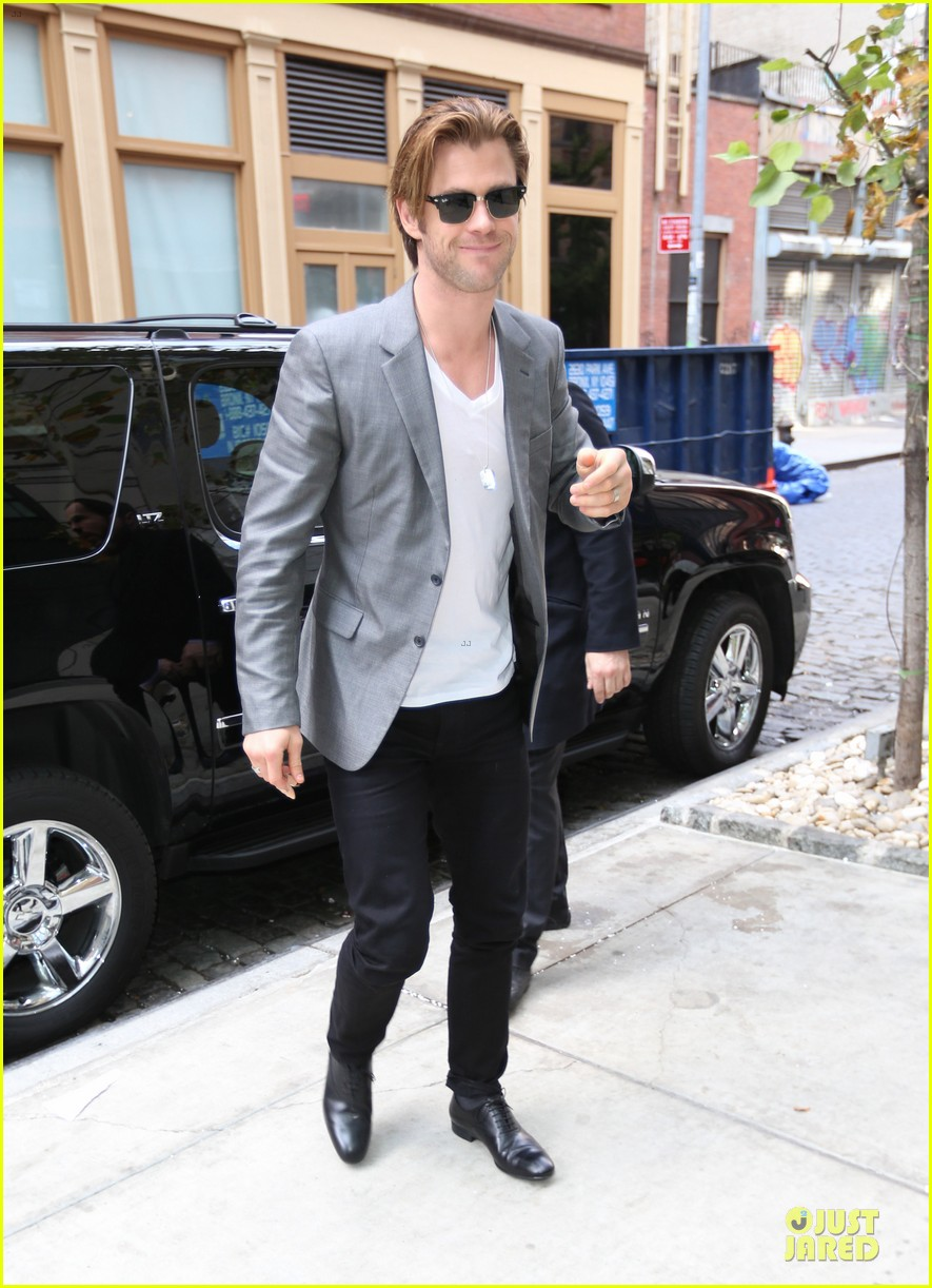 http://cdn03.cdn.justjared.com/wp-content/uploads/2013/11/hemsworth-blazers/chris-hemsworth-different-blazers-for-thor-nyc-promotion-16.jpg