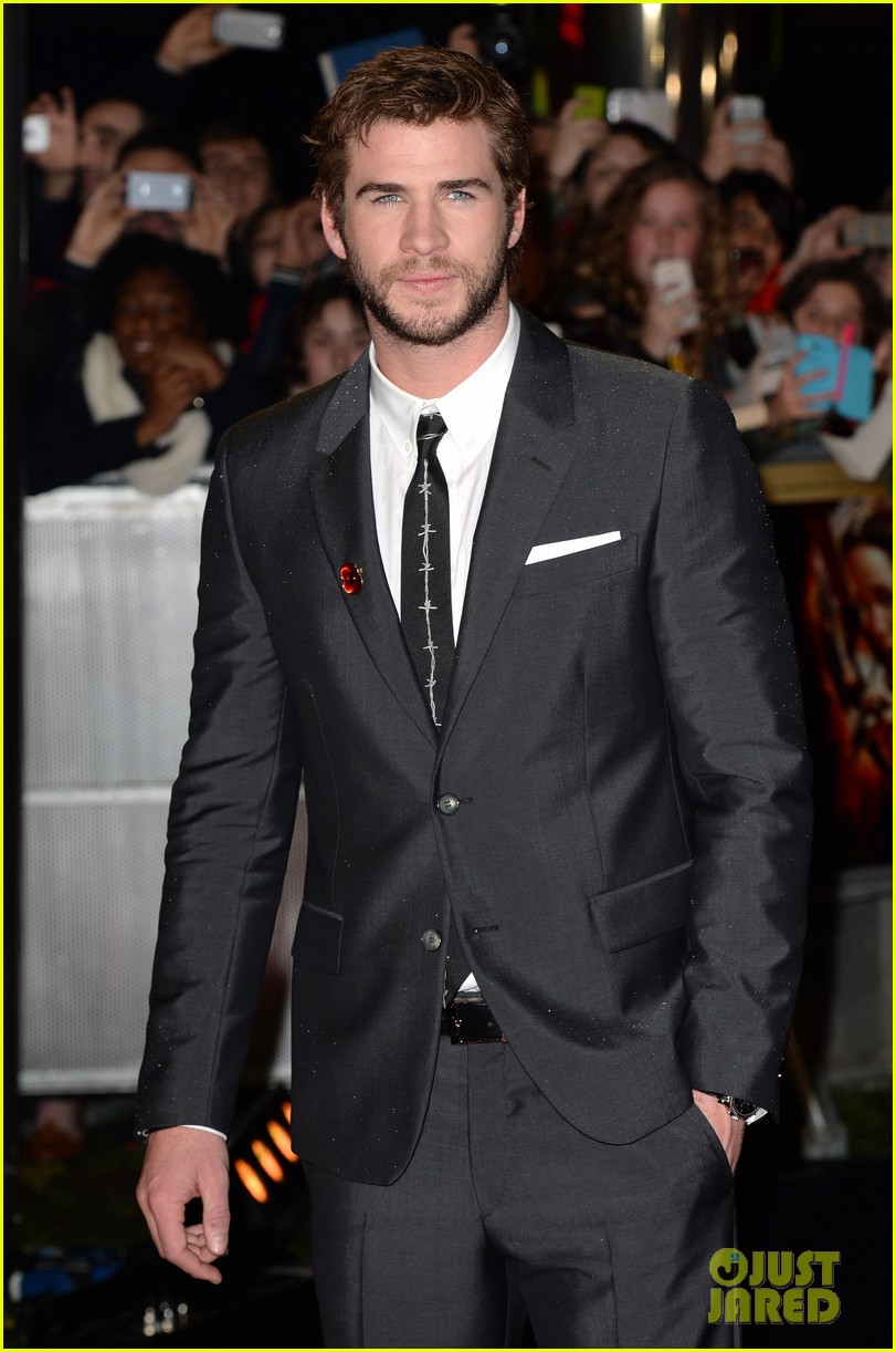 liam hemsworth josh hutcherson catching fire premiere 062990521