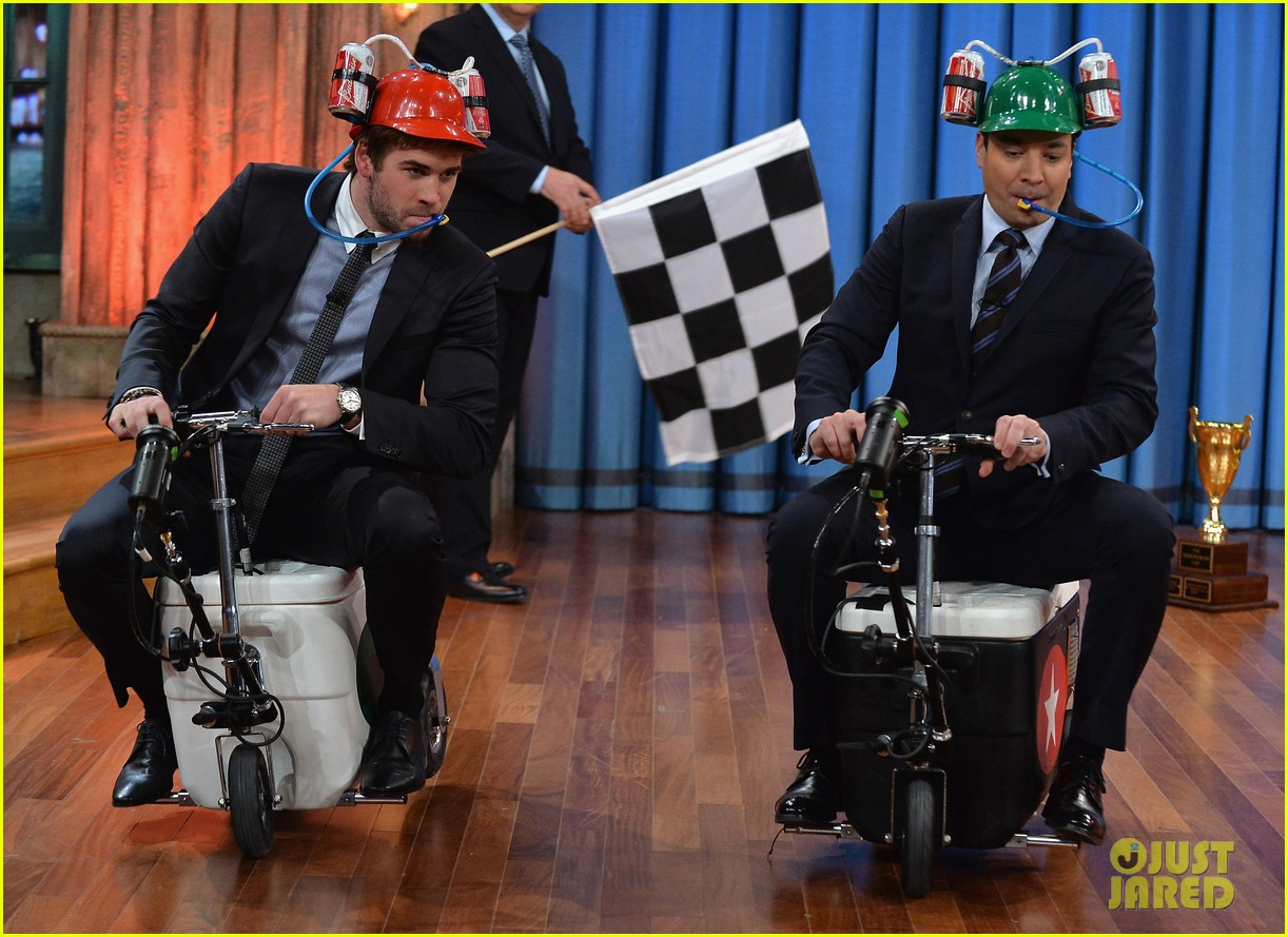 liam hemsworth wins cooler cart race on jimmy fallon 03