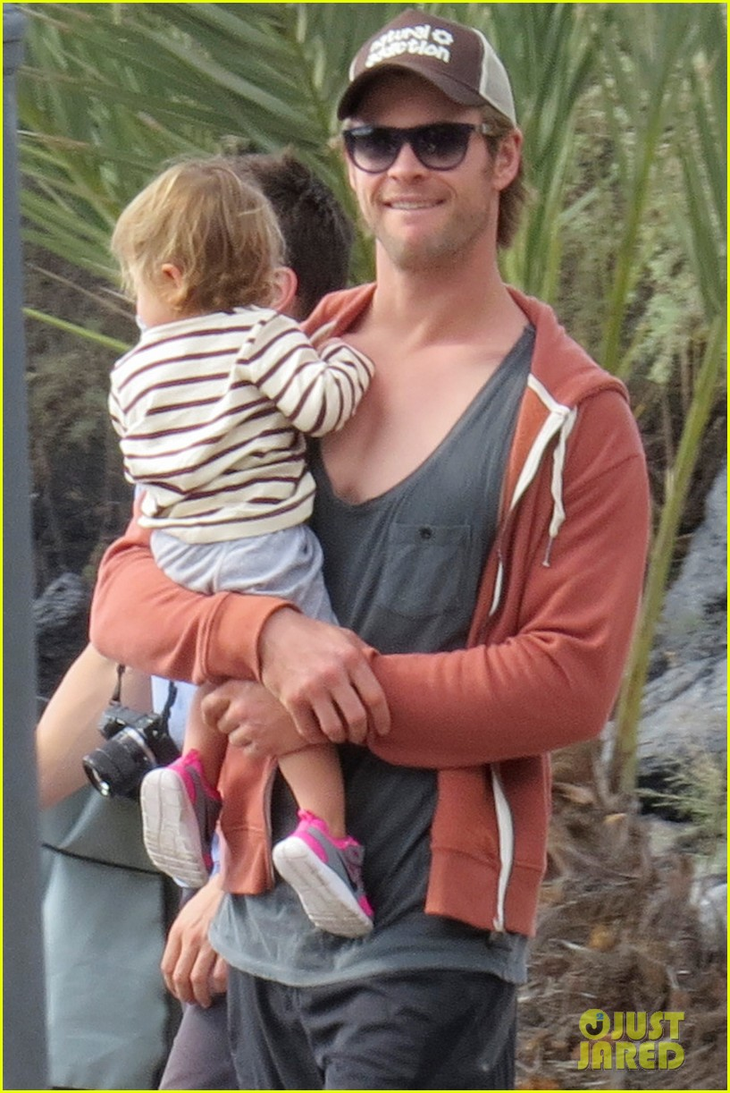 chris hemsworth pregnant elsa pataky spend time with india 03