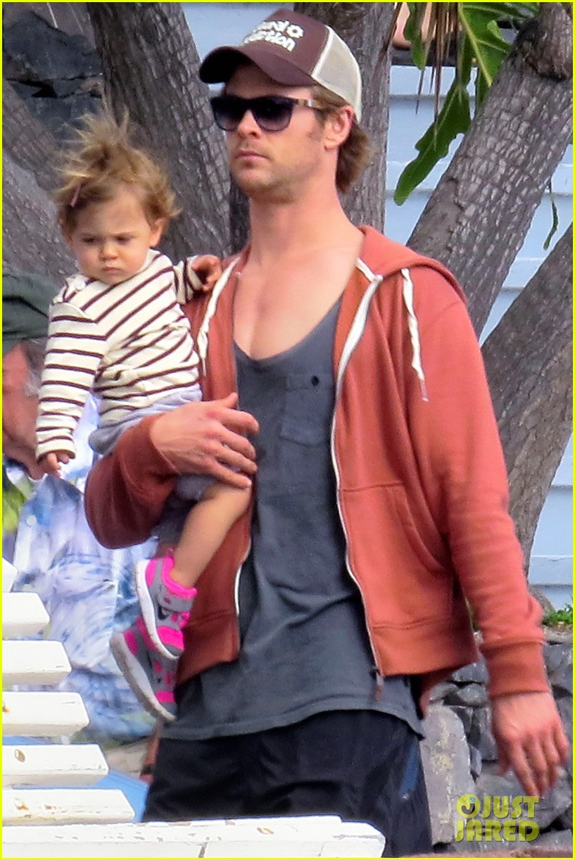 chris hemsworth pregnant elsa pataky spend time with india 133001298