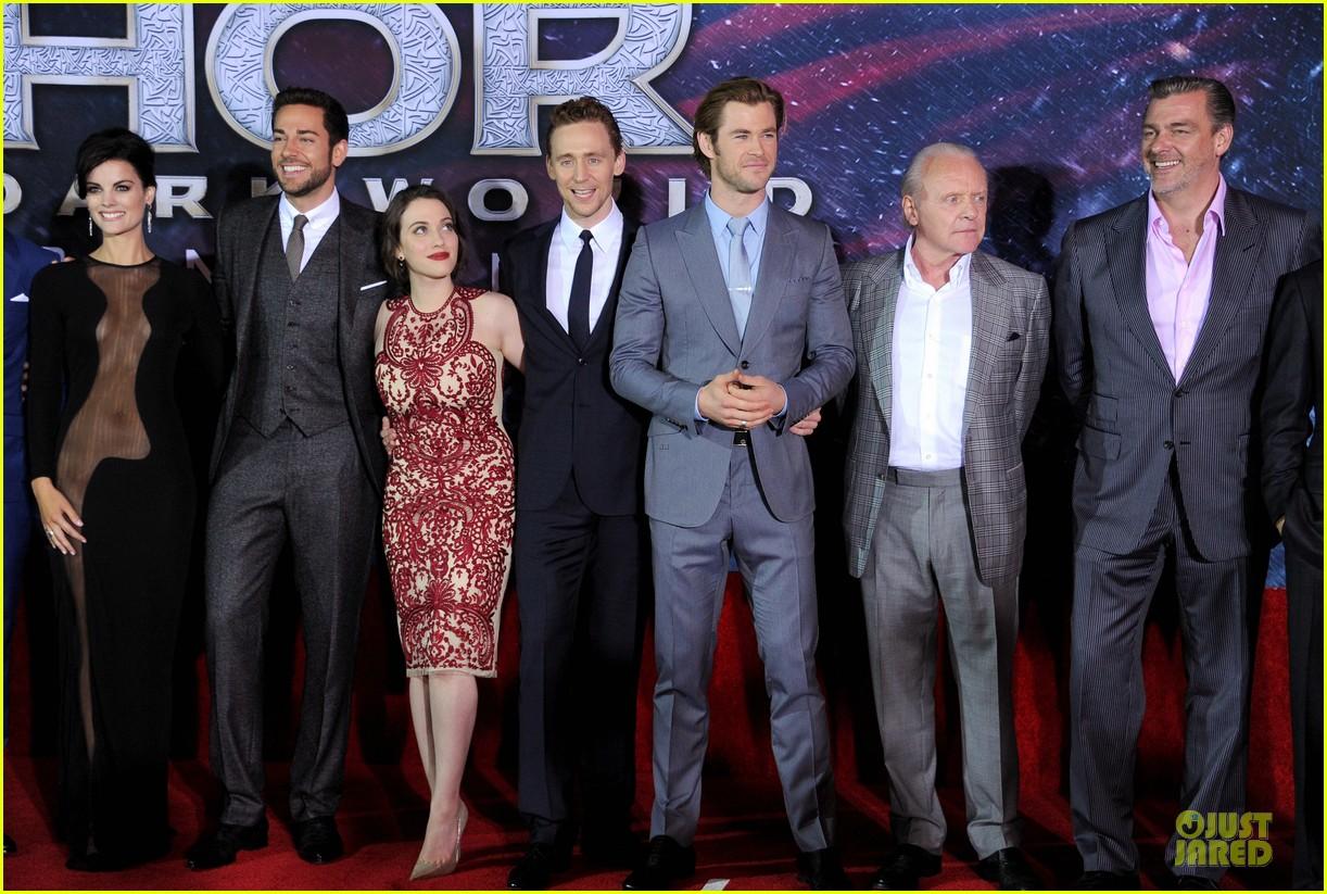 http://cdn03.cdn.justjared.com/wp-content/uploads/2013/11/hiddleston-dennings/tom-hiddleston-kat-dennings-thor-hollywood-premiere-03.jpg