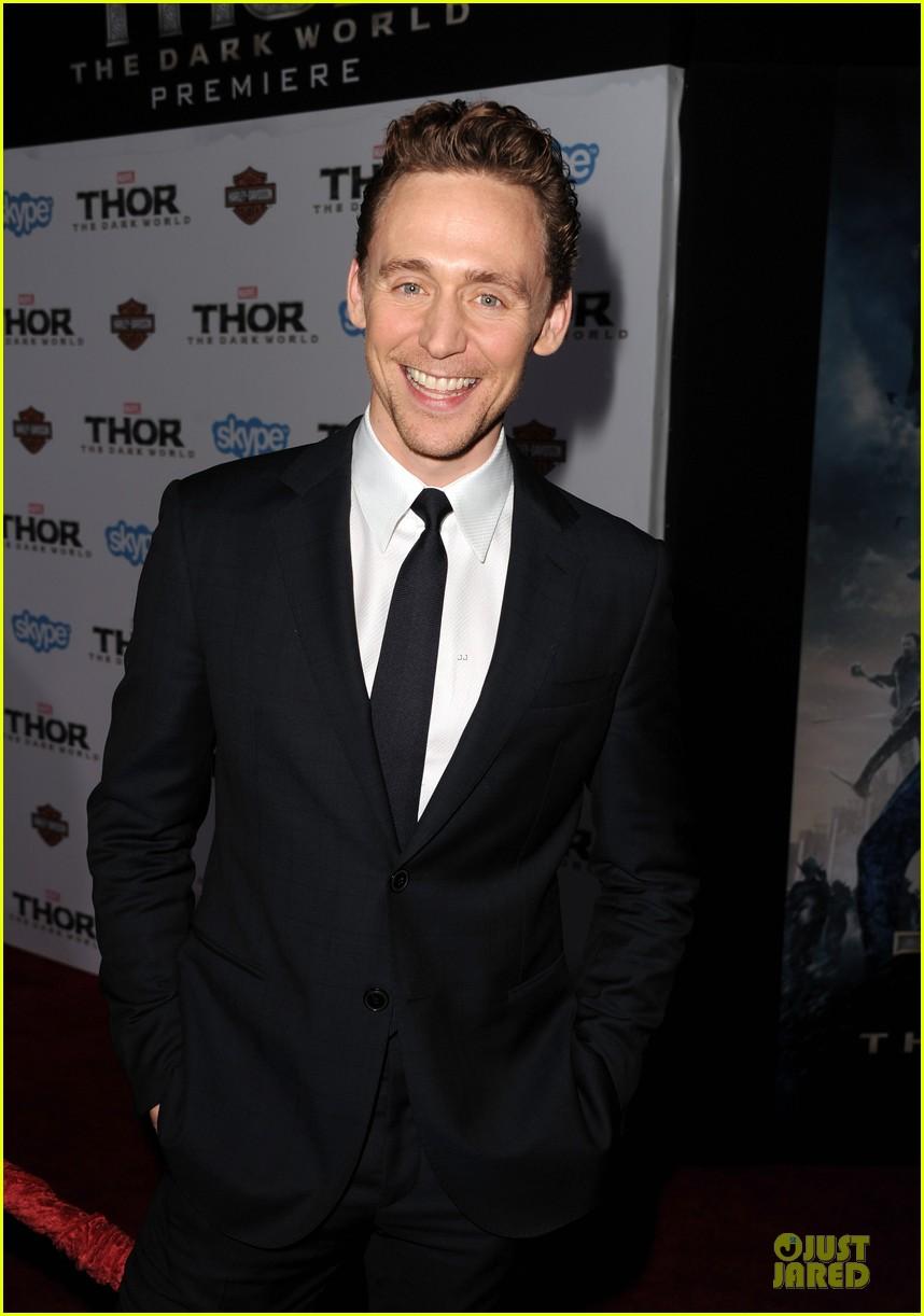 http://cdn03.cdn.justjared.com/wp-content/uploads/2013/11/hiddleston-dennings/tom-hiddleston-kat-dennings-thor-hollywood-premiere-06.jpg