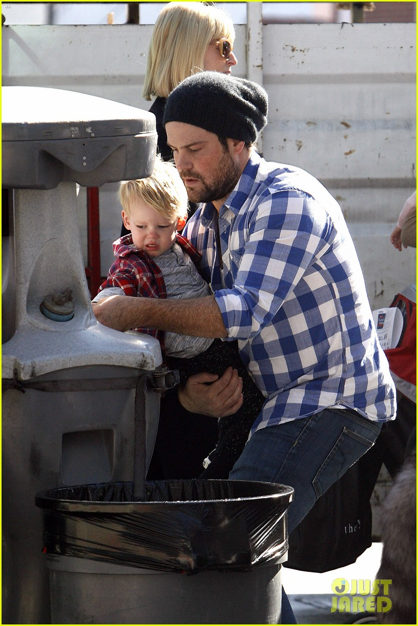 hilary duff mike comrie petting zoo with luca 172999133