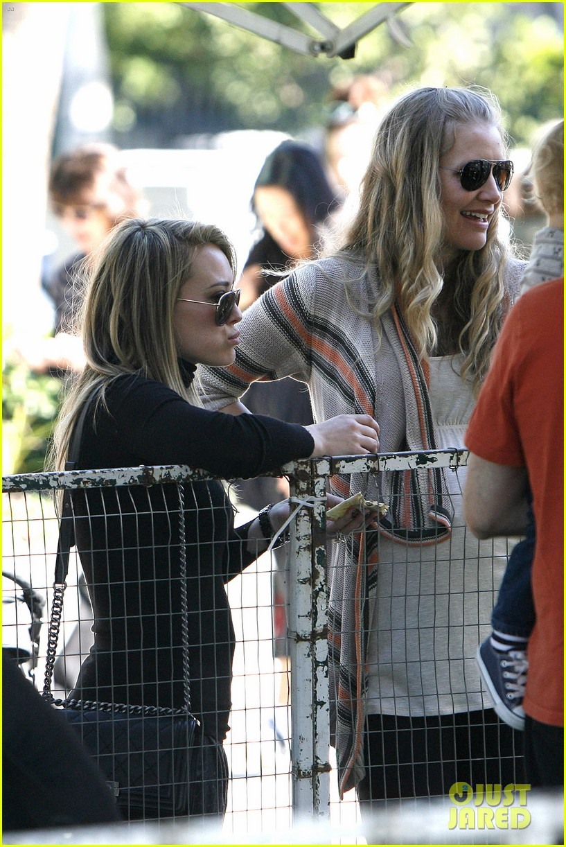 hilary duff mike comrie petting zoo with luca 232999139