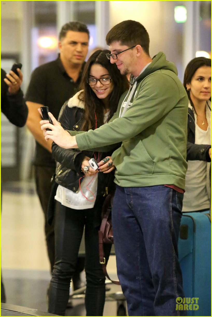 vanessa hudgens sports eyeglasses at lax airport 02