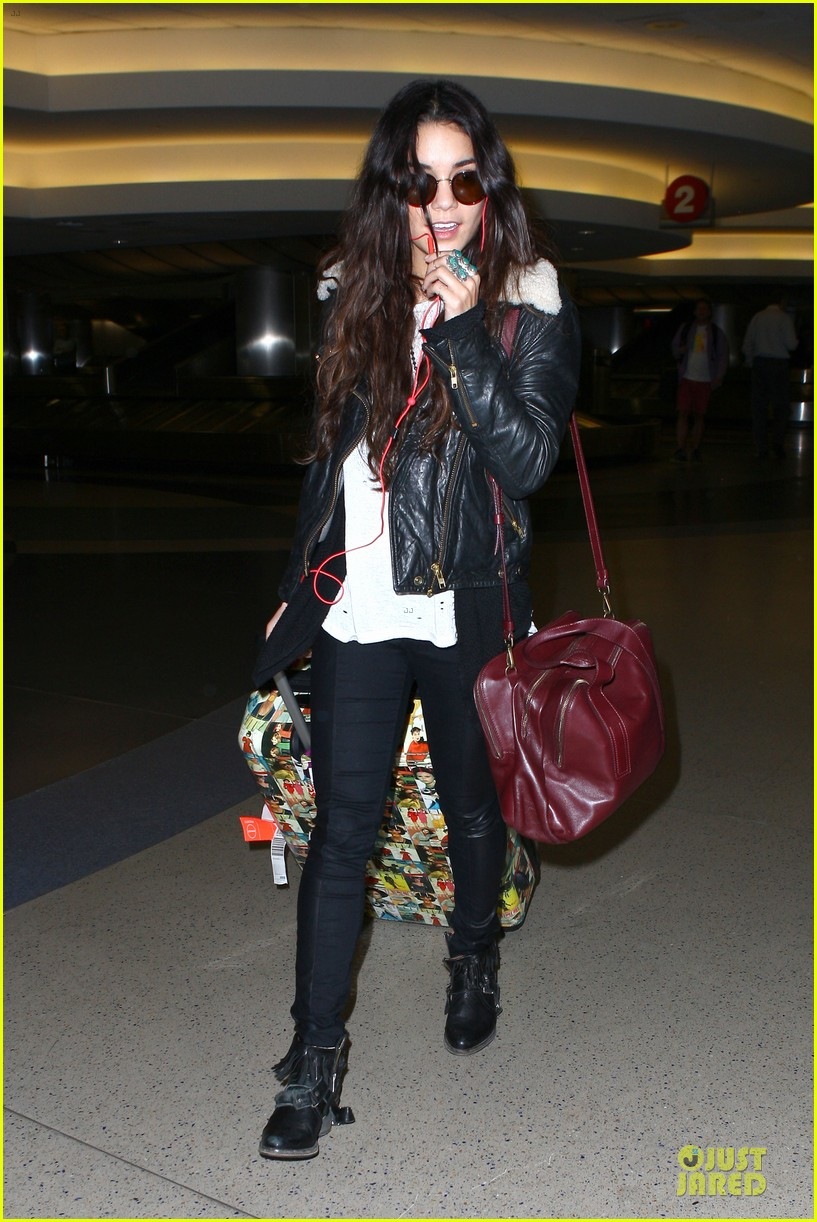 vanessa hudgens sports eyeglasses at lax airport 072993778