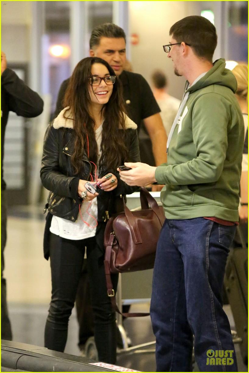 vanessa hudgens sports eyeglasses at lax airport 20