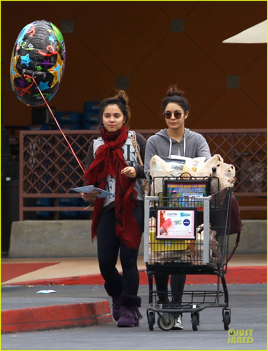 vanessa hudgens ralphs birthday shopping with stella 11