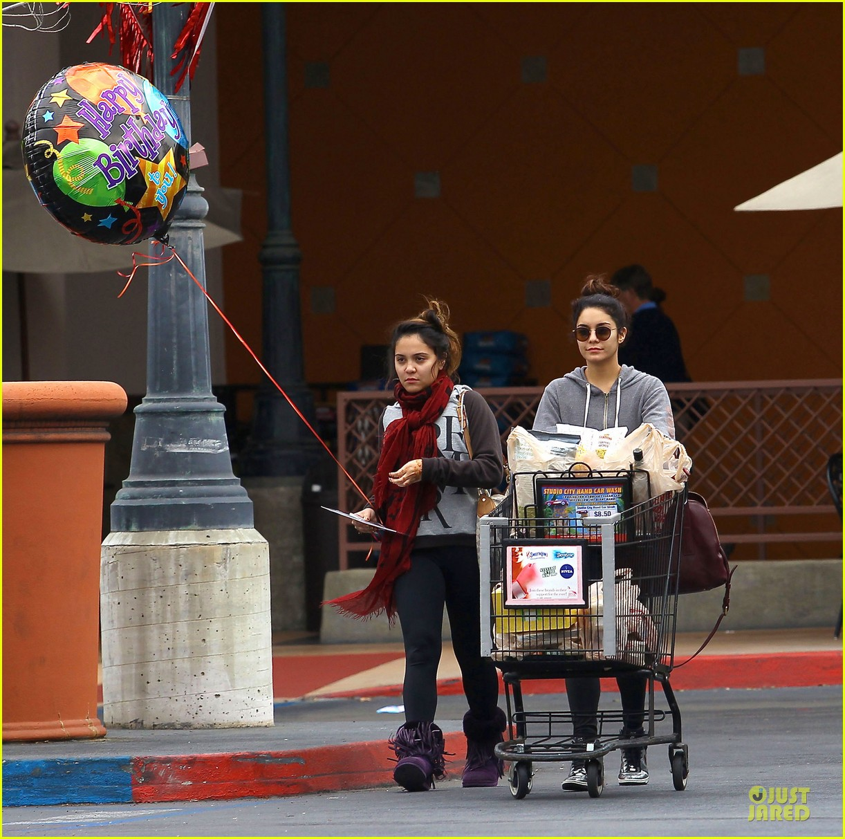 vanessa hudgens ralphs birthday shopping with stella 12