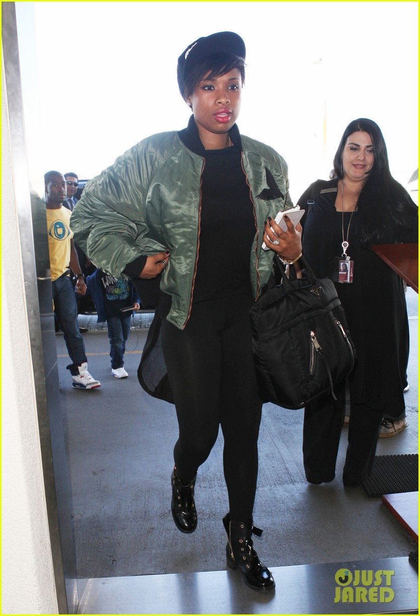 jennifer hudson flies out of town after walk of fame ceremony 032993373