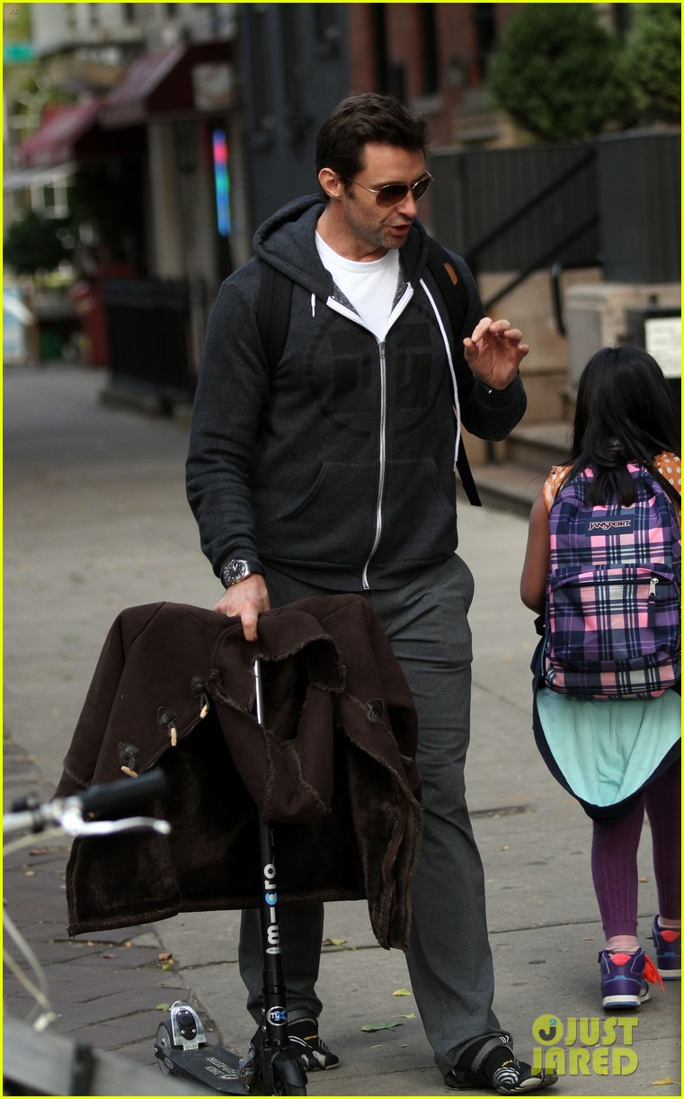 hugh jackman steps out with familly after wolverine news 07