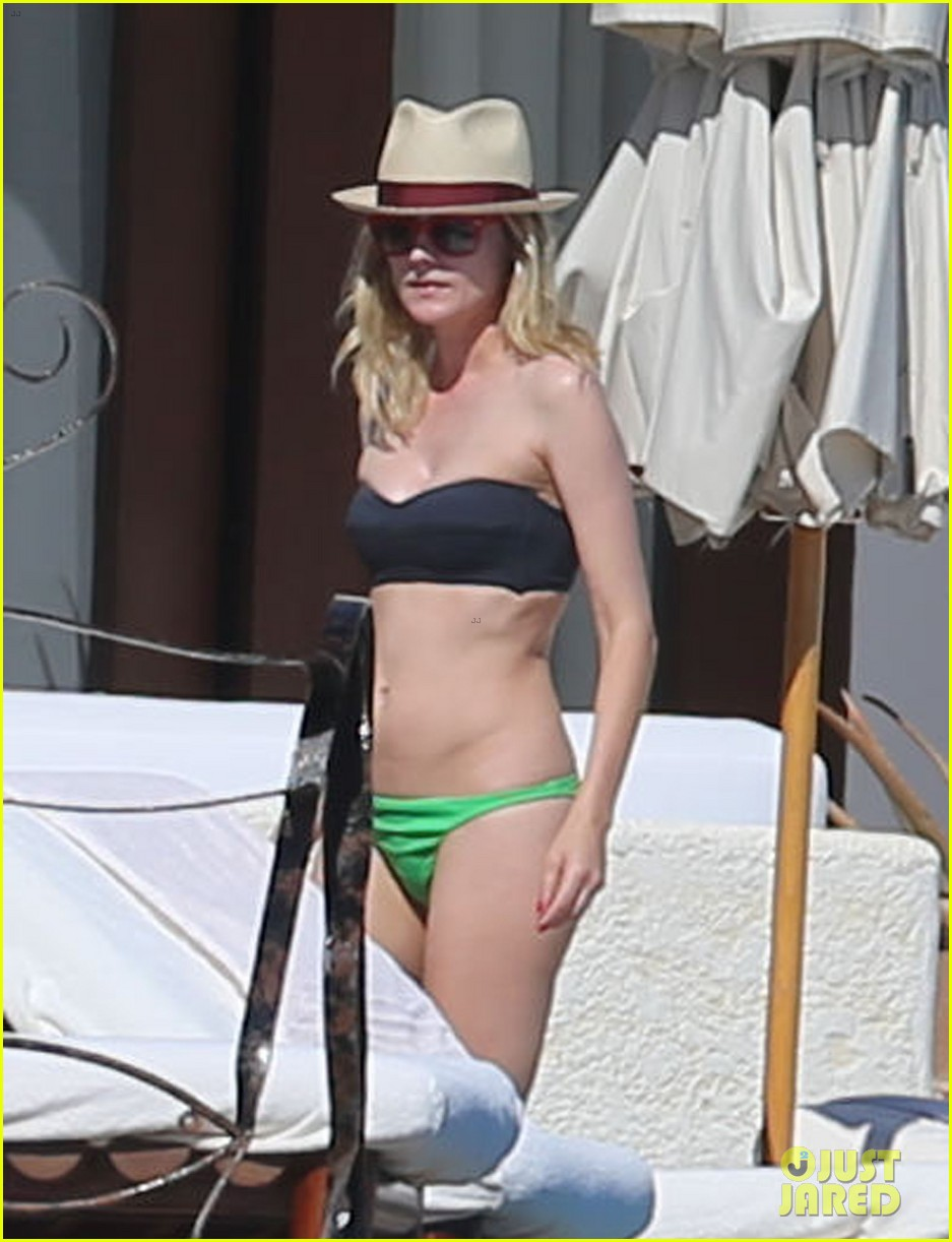 joshua jackson goes shirtless diane kruger wears bikini for cabo getaway 01