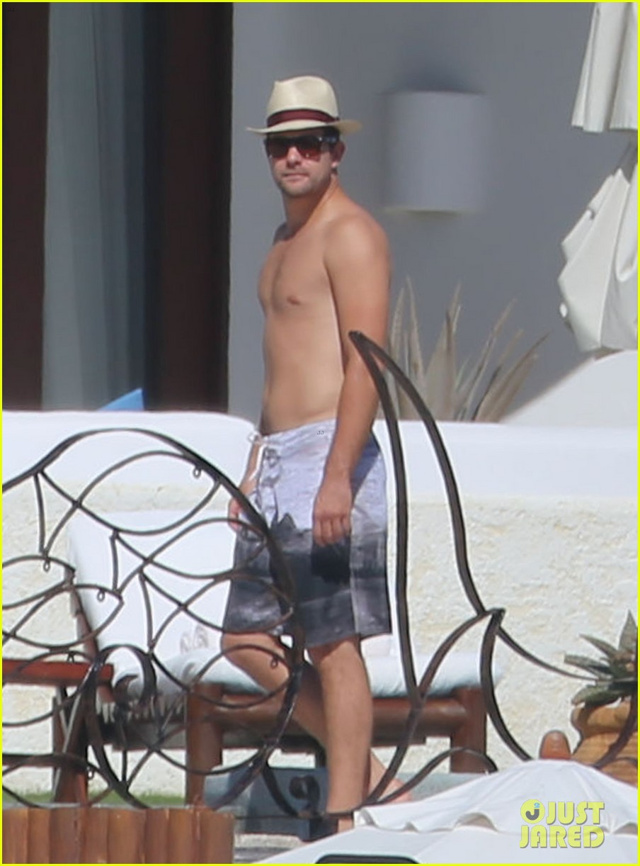 joshua jackson goes shirtless diane kruger wears bikini for cabo getaway 093000928