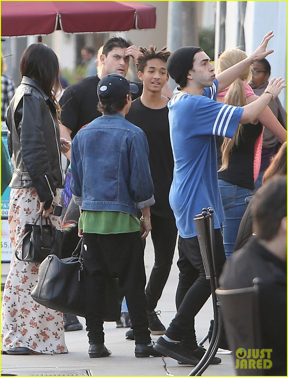 jaden smith kylie jenner shop dine with larger group 01