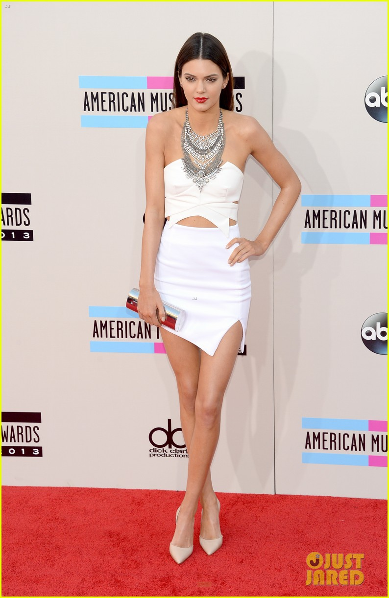 kendall kylie jenner amas 2013 red carpet 01