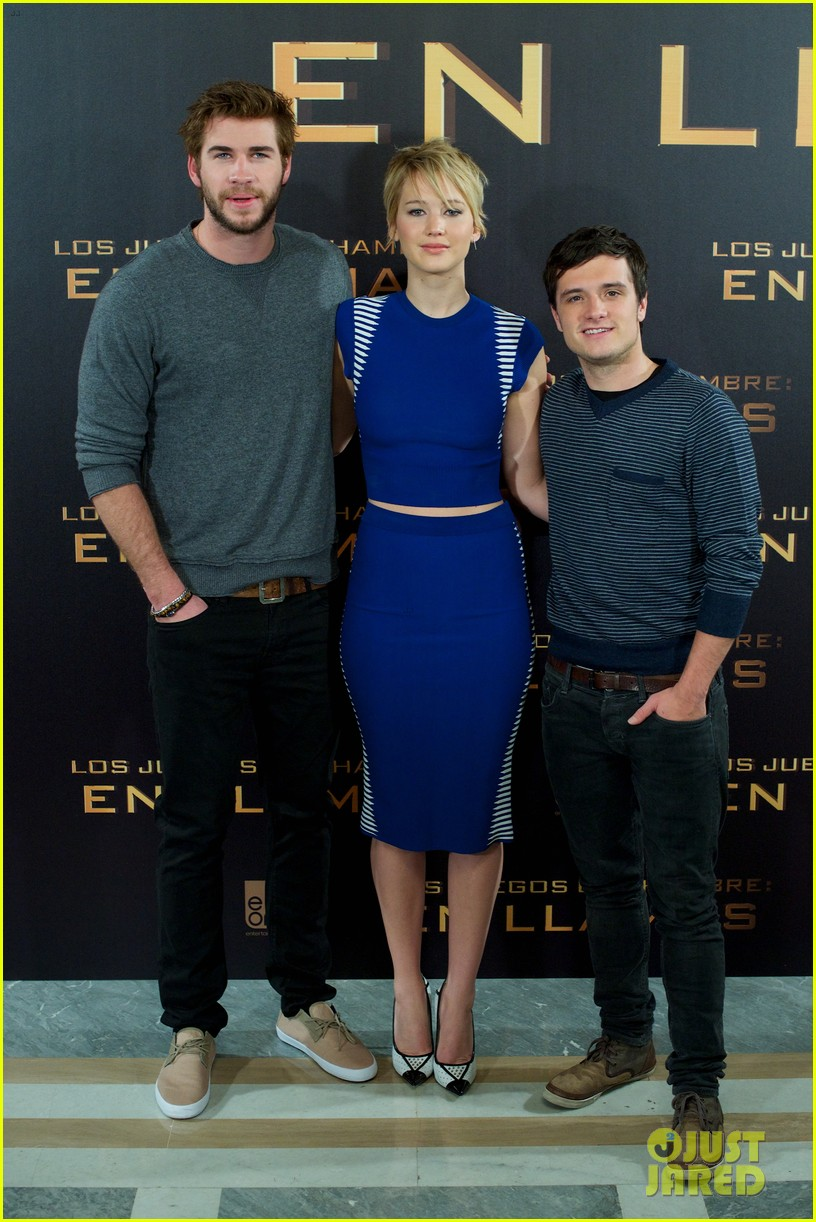 jennifer lawrence liam hemsworth cataching fire madrid 022991527