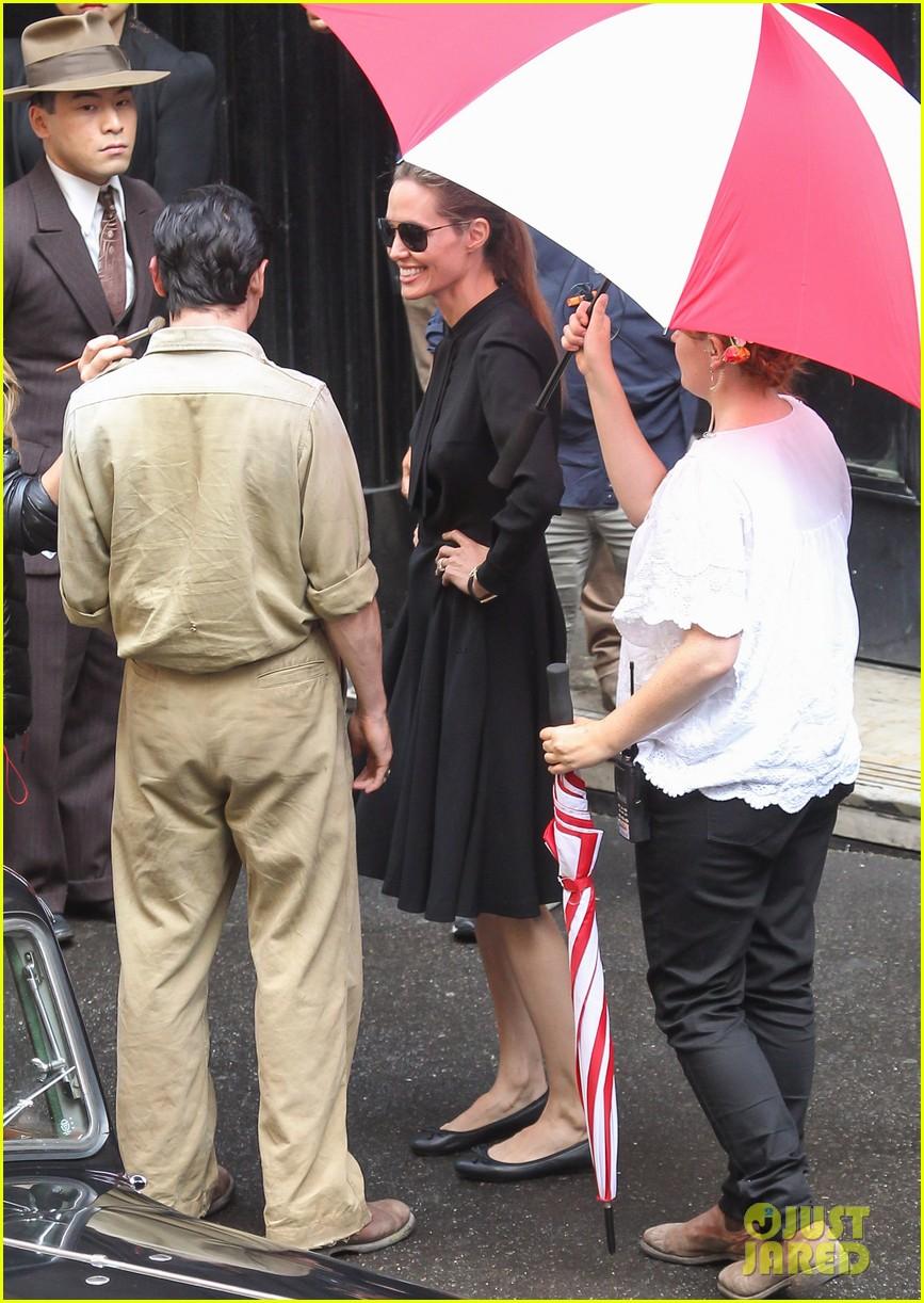 angelina jolie gets back to directing unbroken in australia 02