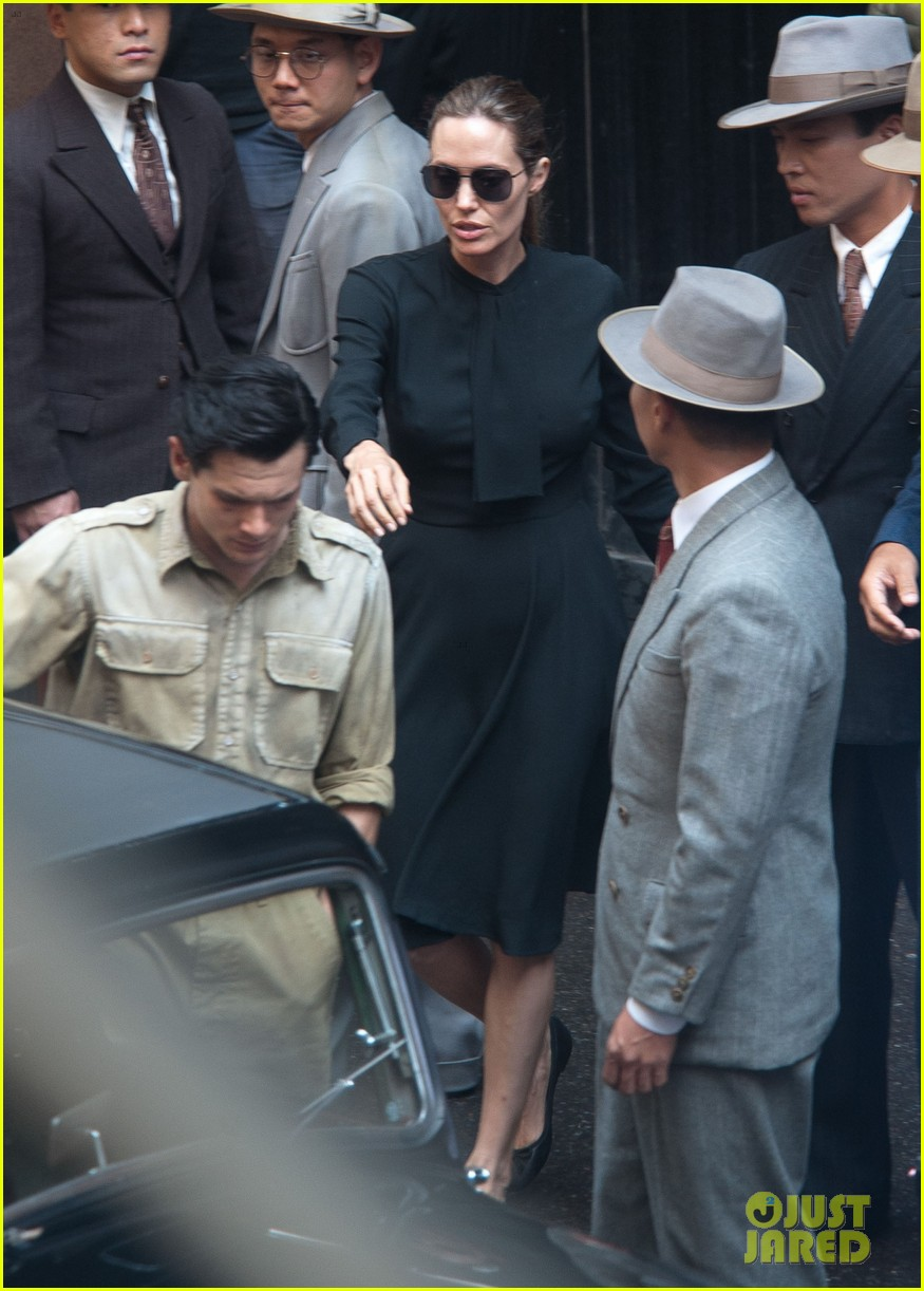 angelina jolie gets back to directing unbroken in australia 242997697