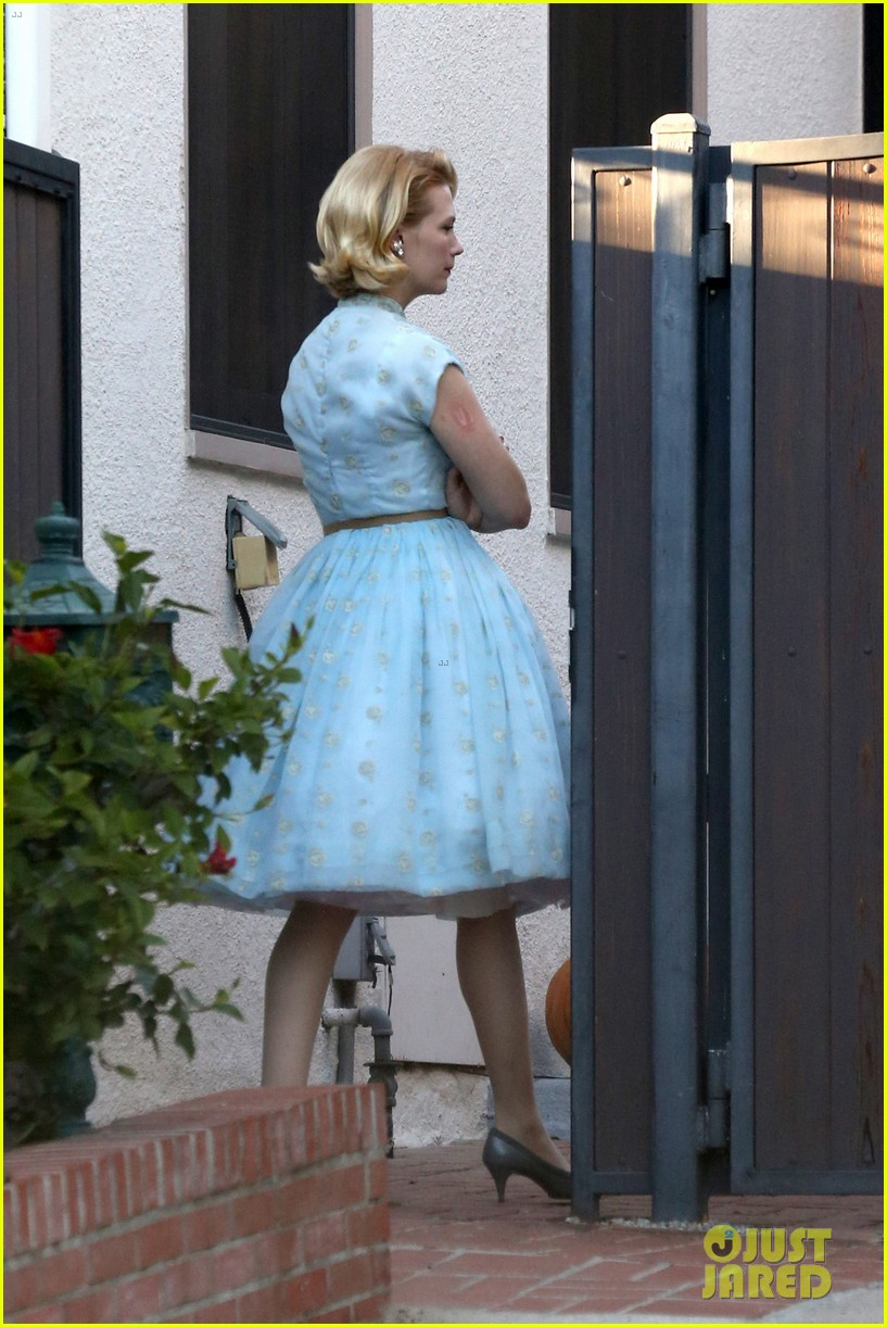 january jones resurrects betty draper for halloween 2013 17