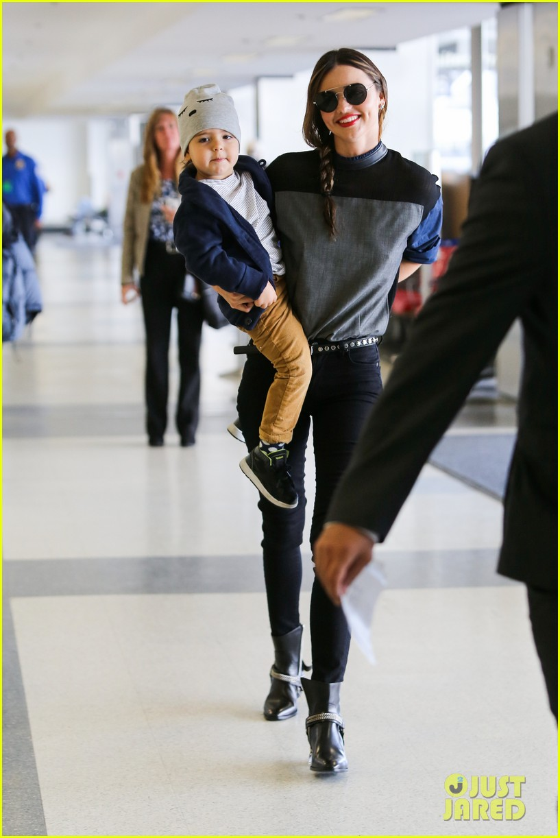 miranda kerr flies out after spending time with miley cyrus 10